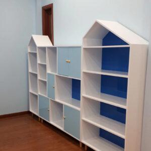 Bộ kệ tủ sách hình mái nhà cho bé .